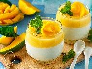 Рецепта Панакота със заквасена сметана, манго, прясно мляко, кисело мляко и мед